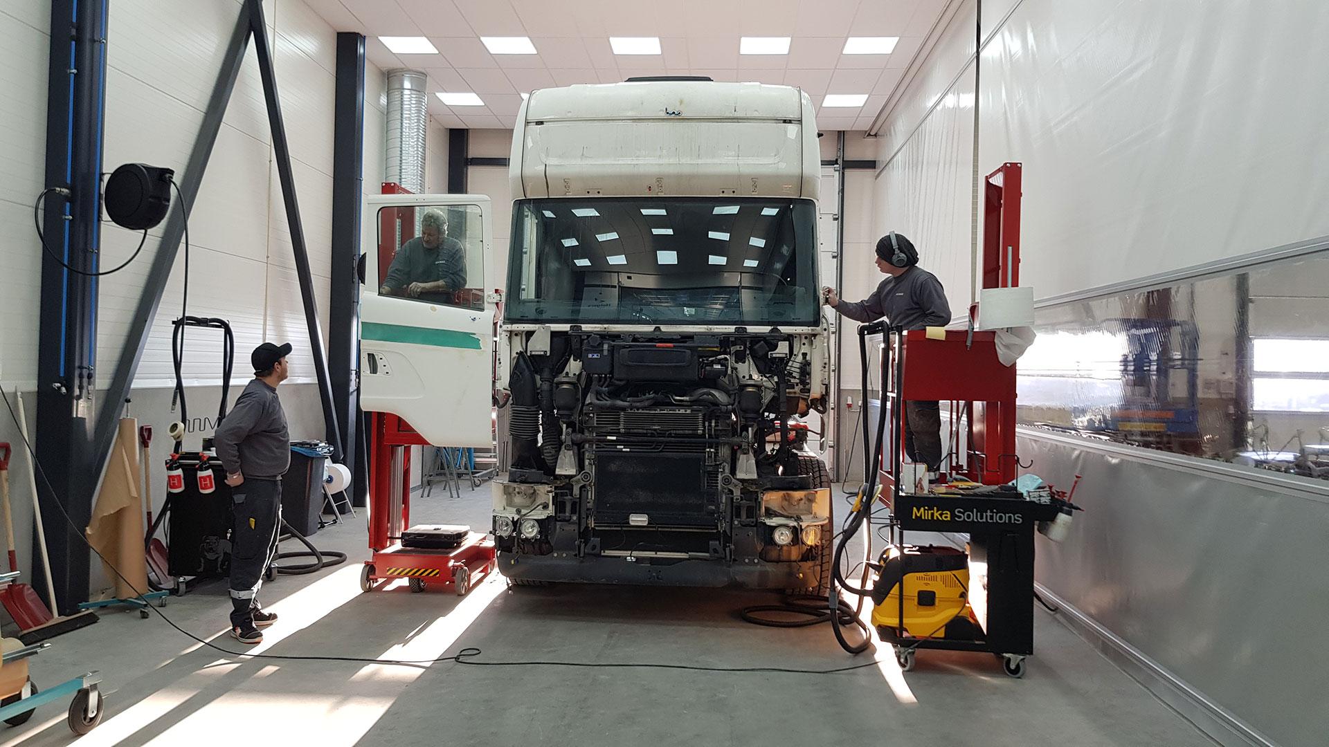 Spotlakkering og reparasjon av lastebil på volmax skadesenter
